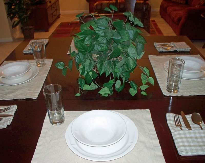 http://www.vistacayinn.com/custimages/KingsRansom24Diningtable.JPG