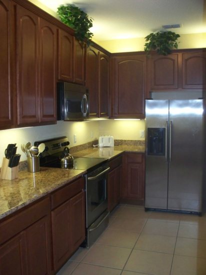 http://www.vistacayinn.com/custimages/KingsRansom7Kitchen.JPG
